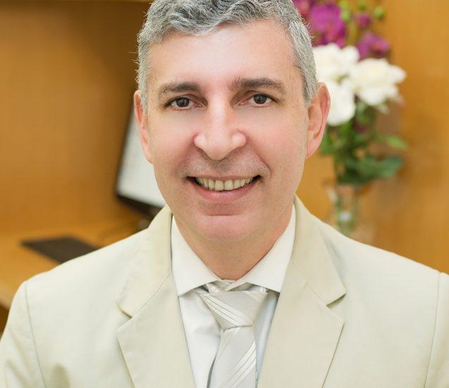 Dr. Newton Nogueira (Diretor)